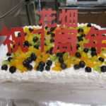 見た目にもインパクトがある手作りの3段ケーキ!イベント時は皆さんに喜んでもらえるよう色々考えています。